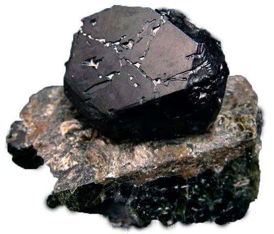 описание и добыча чёрной шпинели