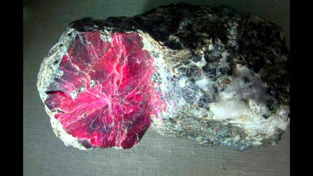 добыча розового корунда