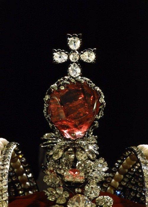 шпинель в короне