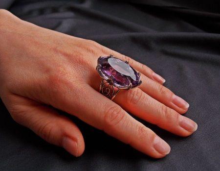 женский перстень с аметистом
