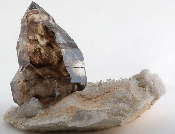 Раухтопаз — это драгоценный камень или нет?