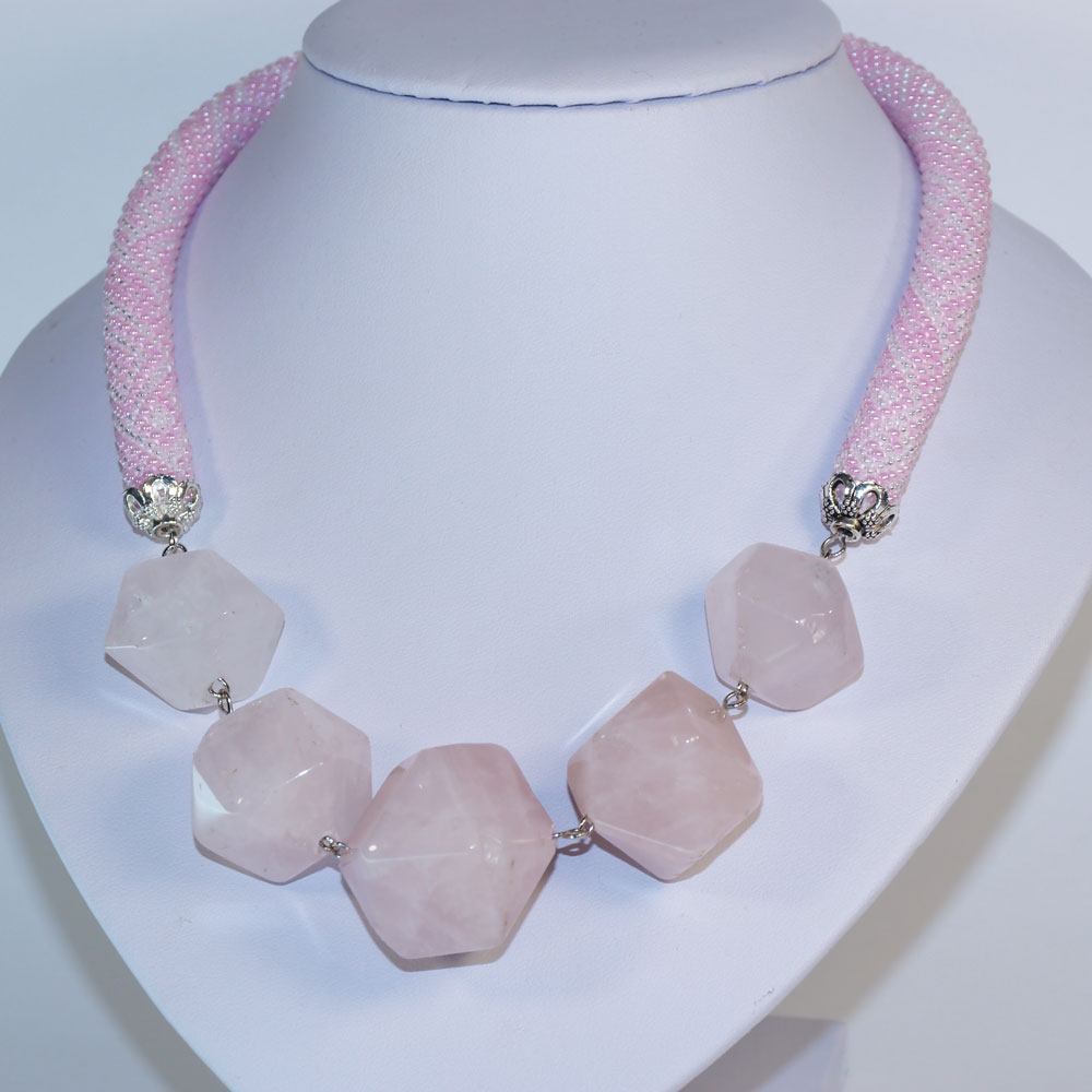 розовый кварц бусы
