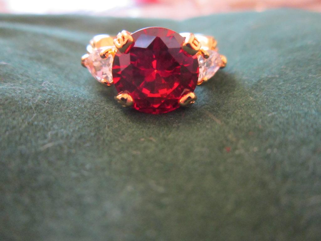 кольцо скрасным кварцем