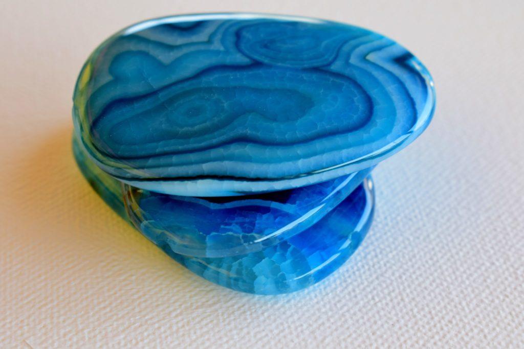 синий агат свойства