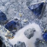 Камень бенитоит