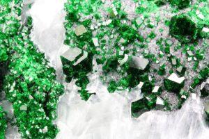 Зелёный гранат