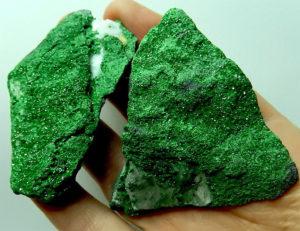 Лечебные и магические свойства зелёного граната