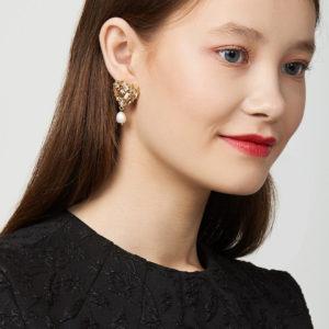 Как правильно носить серьги с барочным жемчугом