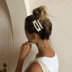 Причёски с жемчужными заколками