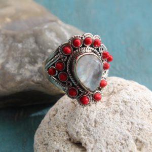 Какие бывают кольца с кораллом?