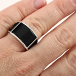 Мужское кольцо с ониксом