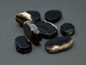 Как отличить чёрный оникс от черного агата?
