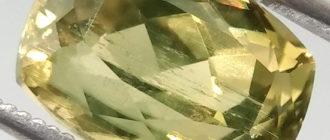 Камень султанит (диаспор)