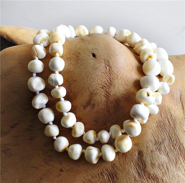 Королевский янтарь белого оттенка