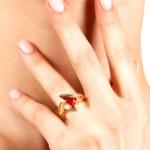 золотое кольцо с янтарём