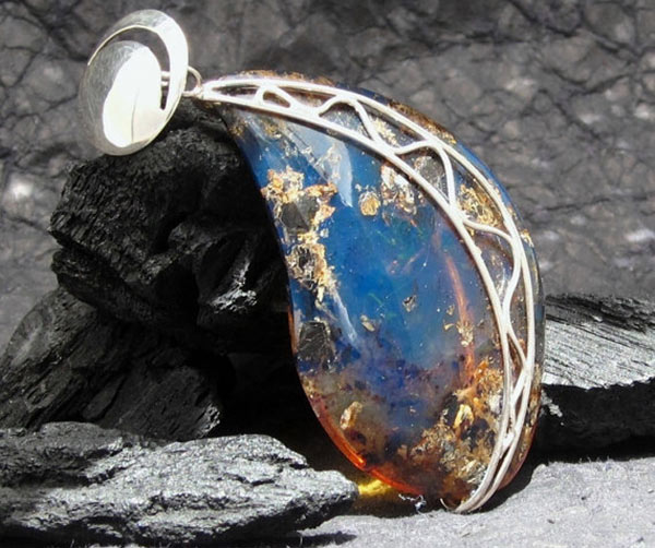 Синий янтарь